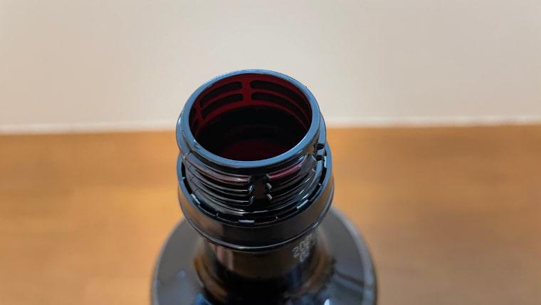 美酢のキャップを開けたイメージ画像
