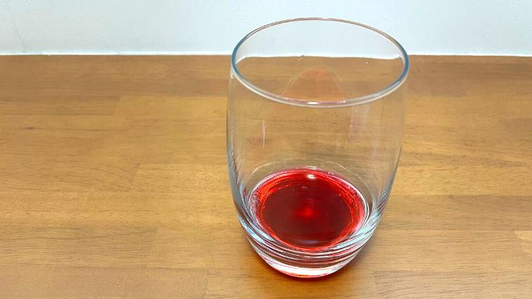 グラスに注いだ美酢を横から撮ったイメージ画像