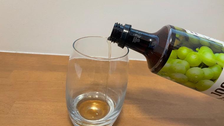美酢エードの飲み方:美酢を注ぐ