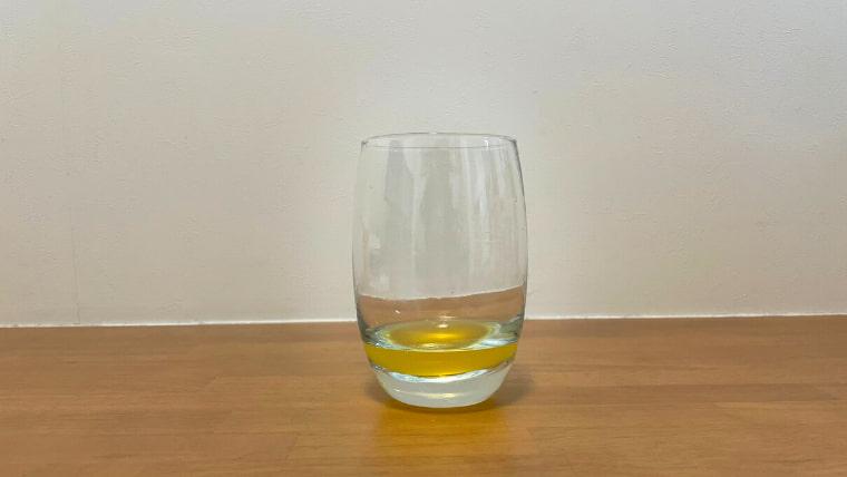 クラフト美酢ビールの飲み方:グラスに美酢を注ぐ2