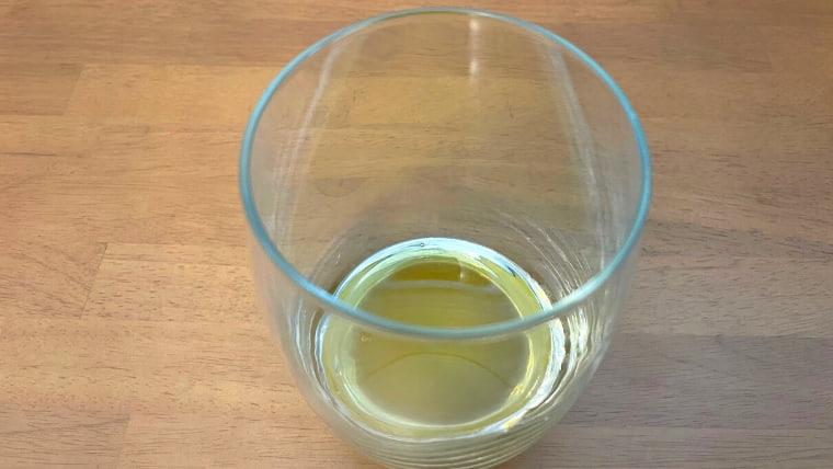 クラフト美酢ビールの飲み方:グラスに美酢を注ぐ3