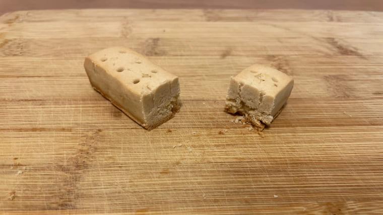 カロリーメイトメープル味(ブロックタイプ)の断面図の画像