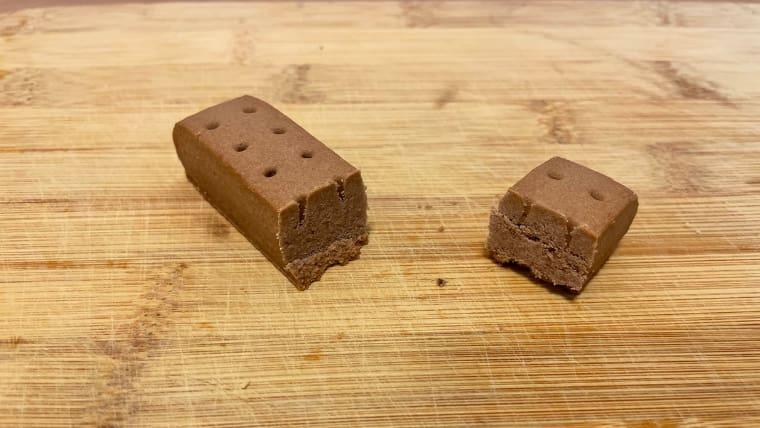 カロリーメイトチョコレート味(ブロックタイプ)の断面図の画像