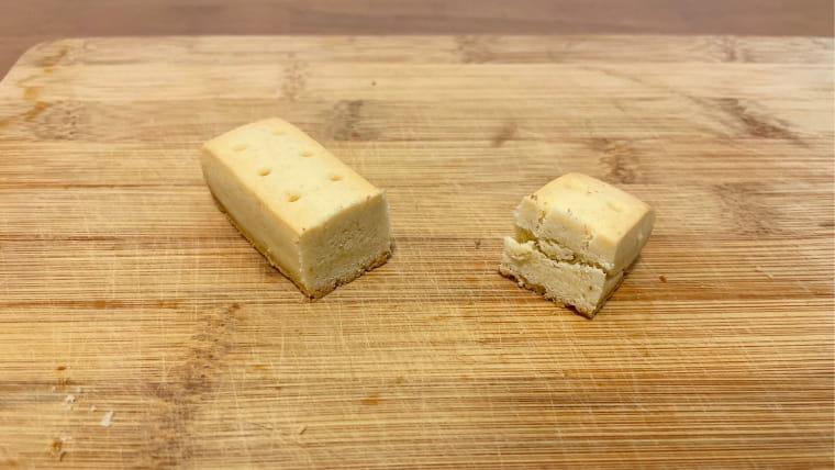 カロリーメイトフルーツ味(ブロックタイプ)の断面図の画像