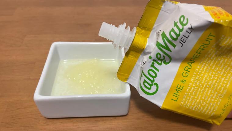 カロリーメイトライム&グレープフルーツ味(ゼリータイプ)を注いだ画像